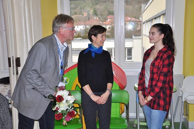Studenti gymnázia předali dar dětskému oddělení