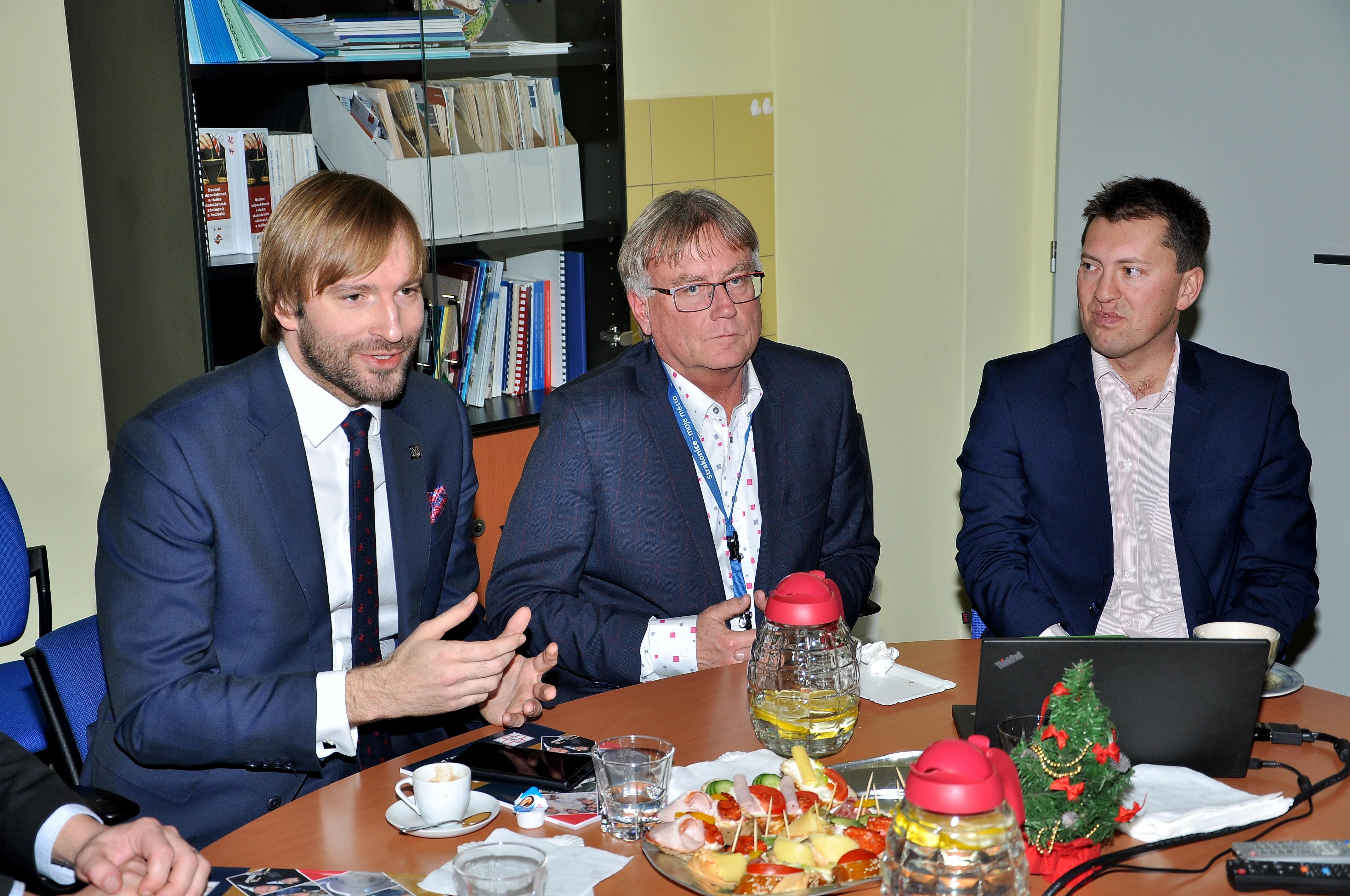 Ministr zdravotnictví A. Vojtěch navštívil nemocnici